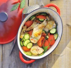 en-cocotte-lapin-aux-courgettes-et-tomates-min
