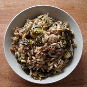 scarole-pignons-de-pin-et-raisins-secs.jpg
